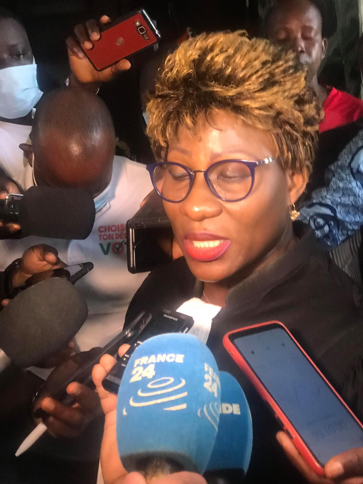 « À procès biaisé, verdict biaisé », dit l'avocate devant les journalistes