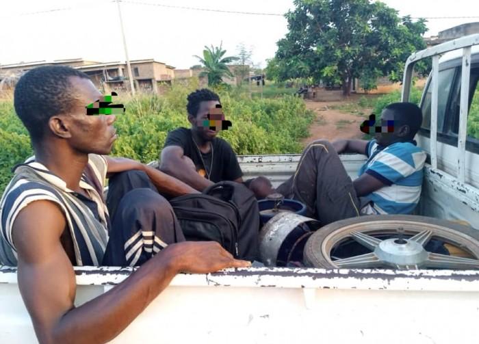 (Côte d'Ivoire Vol en réunion pendant le couvre-feu) 5 individus interpellés…