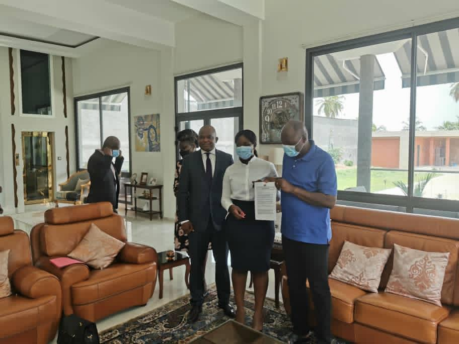 Aube Nouvelle chez Mabri Toikeusse pour s'imprégner de son rapport