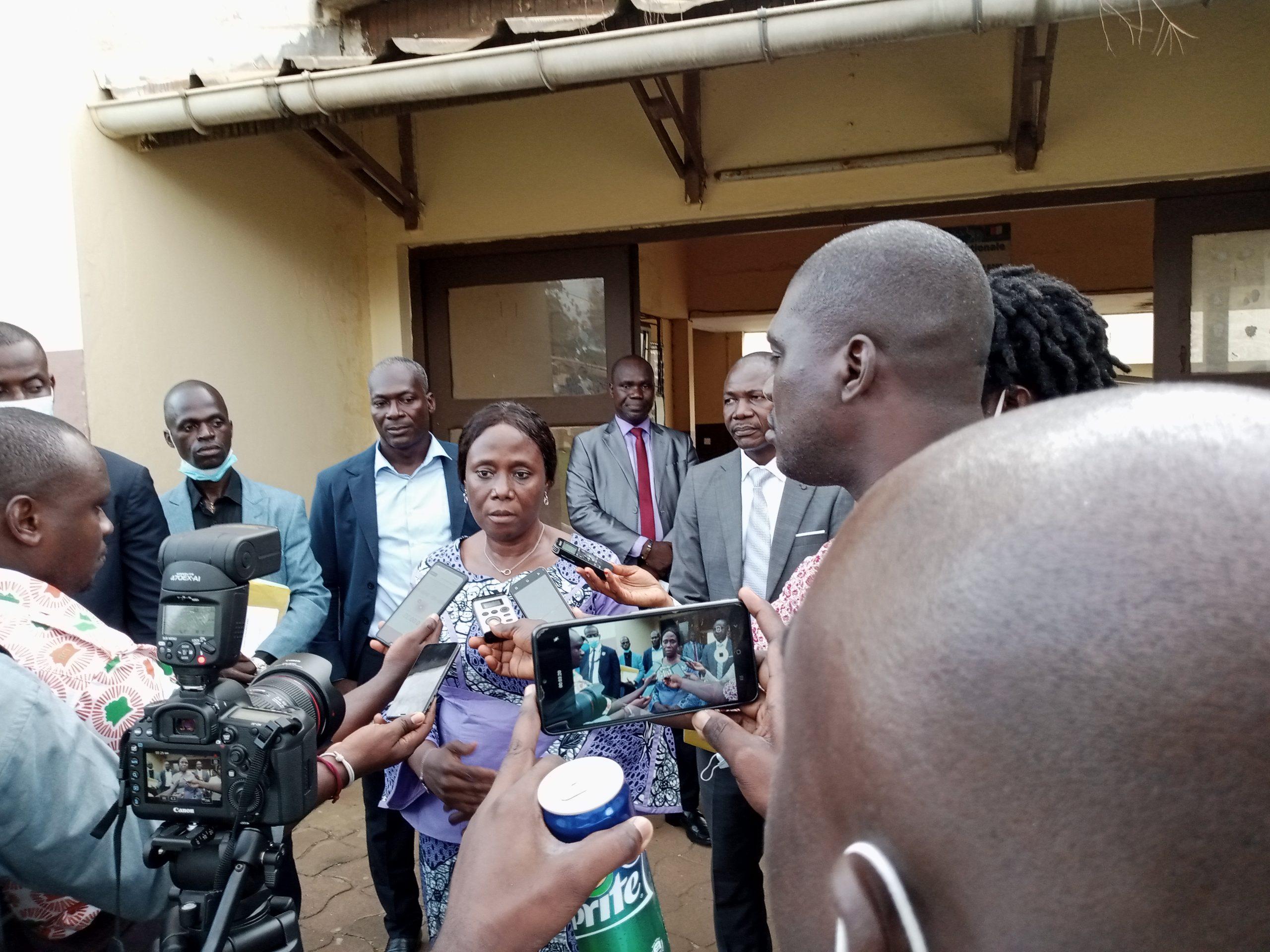 [Visite] La secrétaire d'État chargée de la Protection civile, Mme Clarisse Kayo Mahi, s'imprègne des réalités de l'école des sourds et de l'Institut des aveugles