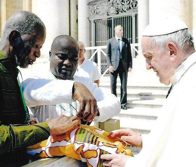 Un ambassadeur de la paix parle à la Côte d'Ivoire