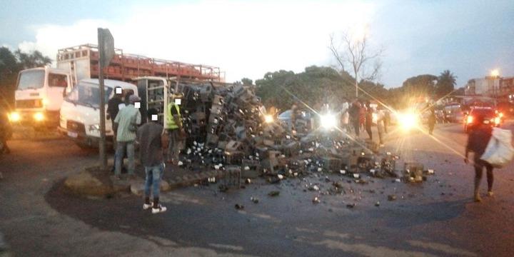 Abidjan : Un véhicule de vin se renverse à Yopougon-Premier Pont, voici la réaction des riverains