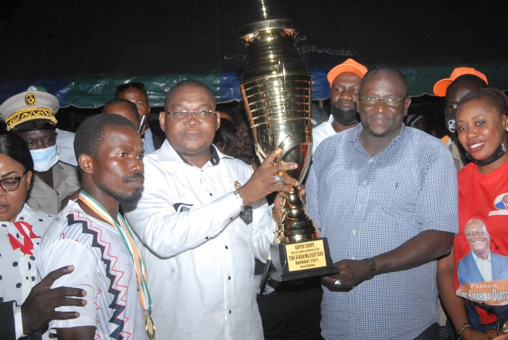 [Duékoué] Dr Célestin Serey Doh et Ibrahima Doumbia  rendent  hommage à Téné Birahima à Guezon