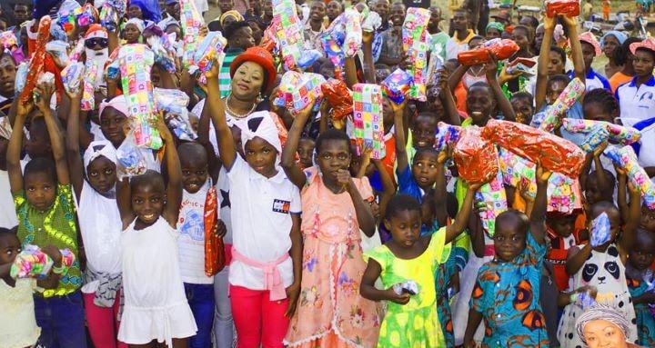 [Côte d'Ivoire] Les grandes actions sociales de Mme Mireille Guéï à Biankouma