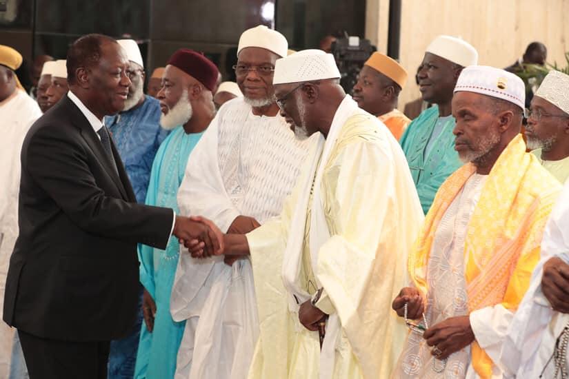 [Côte d'Ivoire] Dialogue politique avec un rameau d'olivier dans la main droite et une épée dans la main gauche