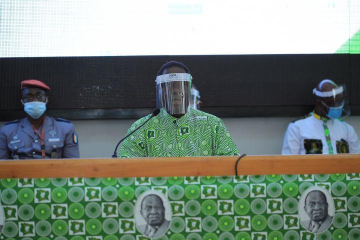 (Côte d'Ivoire Bureau politique du PDCI-RDA) Bédié propose la fixation d'une nouvelle date, d'un nouveau lieu de la convention et l'adoption des critères de candidature à la convention d'investiture du candidat
