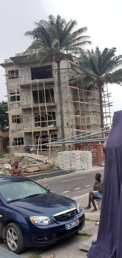[Cocody] La construction «illégale» d'un immeuble R+3 révolte les riverains