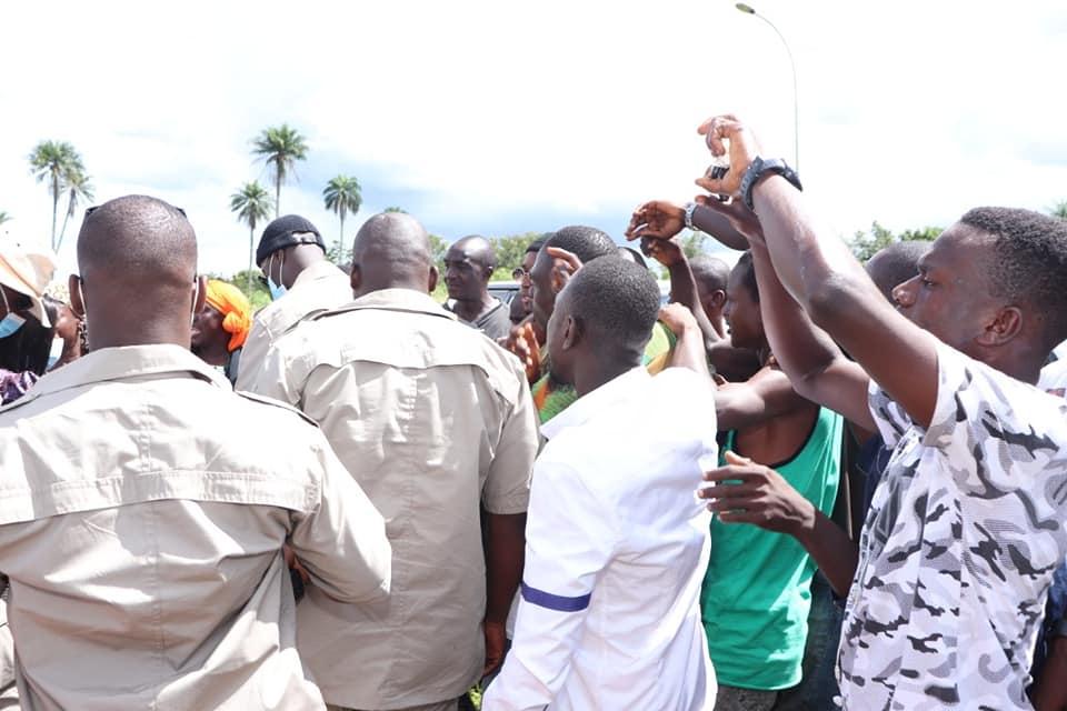La secrétaire d'État, Clarisse Kayo Mahi, a été accueillie dans la liesse populaire à Man